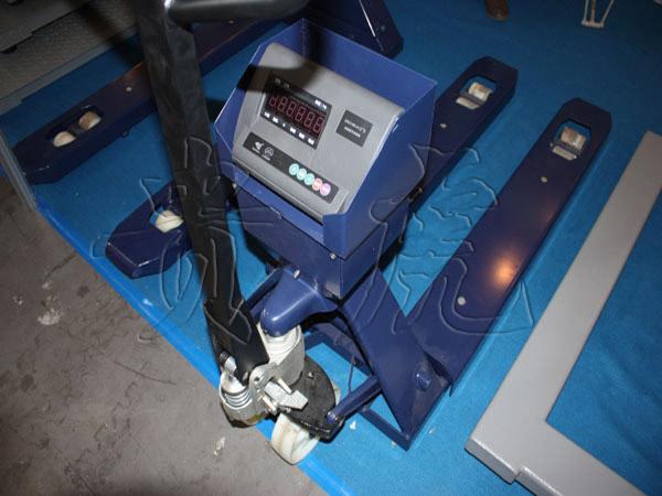 <strong><strong>电子叉车秤2000公斤 叉车磅秤2吨误差多少</strong></strong>